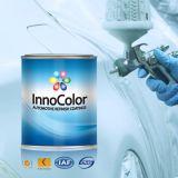 차는 까만 금속 사려깊은 페인트를 다시 마무리한다