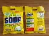 La polvere detersiva del piccolo pacchetto in Africa, spolverizza il detersivo