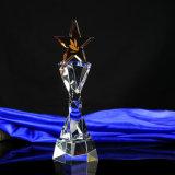 Trofeo del vidrio cristalino con la estrella Cinco-Acentuada