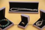 1 de vastgestelde Ring van de Halsband van het Leer van de Doos Purpere Pu van de Gift van Juwelen