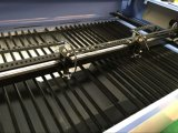 Doppeltes geht CO2 Laser-Ausschnitt-Maschinen-Scherblock für Gummi, Leder voran