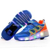 普及した様式LEDのローラースケートは子供のための車輪の靴に蹄鉄を打つ