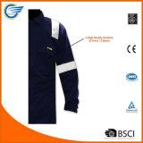 Combinaison r3fléchissante de sûreté avec les poches de service