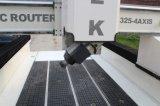 máquina 1325 de madeira do router do CNC 4axis com a tabela do vácuo para a gravura e a estaca