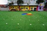 販売のためのKaiqiの人工的な草子供の屋外の幼稚園のための人工的な