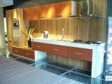 Gabinete de cozinha enfrentado UV de madeira moderno novo (FY564)