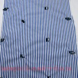 ワイシャツのスカートのChidlrenの衣服のためのヤーンによって染められるファブリックを刺繍しなさい