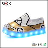 El Slip-on LED enciende para arriba los zapatos ligeros inferiores del brillo LED de las muchachas del talón del oro de la danza de los niños para los cabritos