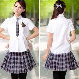 Форма средней школы конструирует рубашку и юбку для девушок