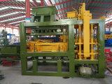 Macchina per fabbricare i mattoni automatica di /Hollow della macchina per fabbricare i mattoni del cemento Qt6-15