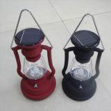 Rétro lampe campante solaire de lanterne avec le modèle de lampe de kérosène de l'usine ISO9001