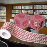 Le coeur a estampé le roulis de tissu de salle de bains de nouveauté de papier de toilette