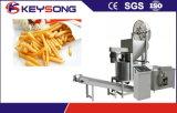 Spuntino automatico delle patate fritte che fa macchina