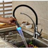 360 grifos cromados giratorios de la cocina del golpecito de agua del fregadero de cocina