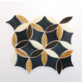 Mattonelle di mosaico di vetro dell'acquazzone di colore di disegni del reticolo di fiore per la stanza da bagno