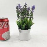 Plantas artificiais cerâmicas elegantes com a alfazema Potted