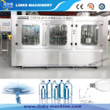 Garrafa de água mineral automática que enxágua o equipamento tampando de enchimento
