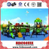 Diapositiva de los niños del estilo de la naturaleza y patio del oscilación