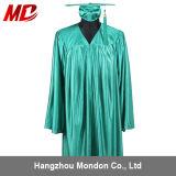 Robe brillante de chapeau de graduation de lycée de vert de forêt