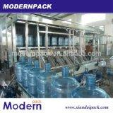 un galón de la cadena de producción de relleno del agua