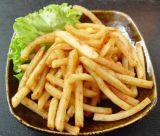 Pommes frites du marché de l'Afrique faisant la machine
