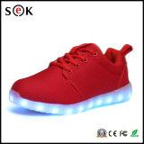 Het nieuwe Licht dat Van uitstekende kwaliteit van de Vrije tijd van de Manier van de Tennisschoenen van het Ontwerp Unisex- omhoog LEIDENE Schoenen met het Laden USB in werking stelt
