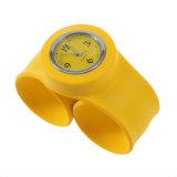 Montre-bracelet imperméable à l'eau de quartz de claque de bracelet de silicone de mode