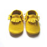 ハンドメイドの本革の赤ん坊靴