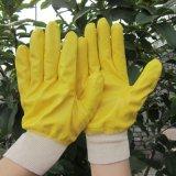 La moitié a plongé le gant jaune de travail industriel de couleur de gants de nitriles