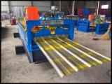 Roulis coloré enduit d'une première couche de peinture de tuile de toiture formant la machine