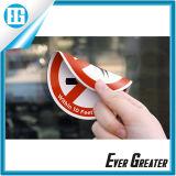 El fumar universal del símbolo se prohíbe en etiqueta engomada echada a un lado doble