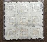 Azulejo de mosaico Waterjet del shell mezclado blanco del mármol del oro de Calacatta