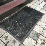 A cavidade ao ar livre interna dos furos gravou Doormats de borracha recicl boa vinda da entrada