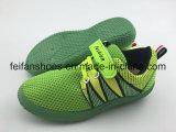 Chaussures d'injection de toile de gosses, chaussures occasionnelles de sport d'enfants avec la bande magique