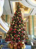 工場価格の迫真性のクリスマスツリー