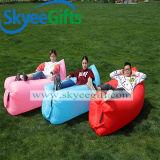 屋外の膨脹可能な空気不精なソファー