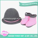 Sapatas de bebê da menina das crianças tecidas mão de lãs do Crochet