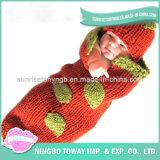 As lãs do inverno da alta qualidade tricotam manualmente a camisola do bebê