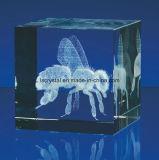cubo en blanco grabado laser del vidrio cristalino 3D K9 para el recuerdo