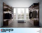 Caminhada de madeira personalizada do Wardrobe de HPL no armário