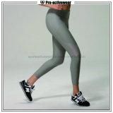 Pantaloni su ordinazione delle ghette di yoga delle donne di forma fisica della fabbrica dell'OEM con la maglia
