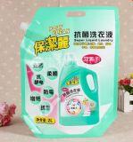 Sacchetto di plastica del detersivo di lavanderia con il becco per i vestiti