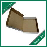 Boîte en carton estampée par coutume pliée