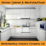 Gabinete de cozinha elegante do projeto com posição livre