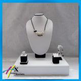 Présentoir en bois fabriqué à la main pour l'étalage de ventes de bijou d'ensemble complet