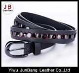 Cinturão de PU colorido com rebite de prata para mulheres
