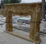 高品質手によって切り分けられるベージュか黄色または白い大理石の石造り暖炉