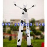 Танцор коровы раздувной рекламируя/рекламировать раздувное небо