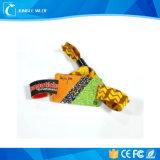 Подгоняйте детали персонализированный Китай конструкции размера логоса полос запястья руки дешевые выдвиженческие сплетенным/Wristbands силикона