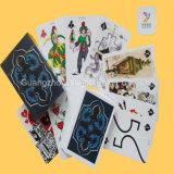 Personifizierte Plastikspielkarten, die Spielkarten bekanntmachen